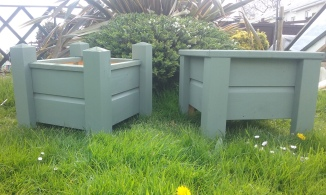 2 styles of the small planter box